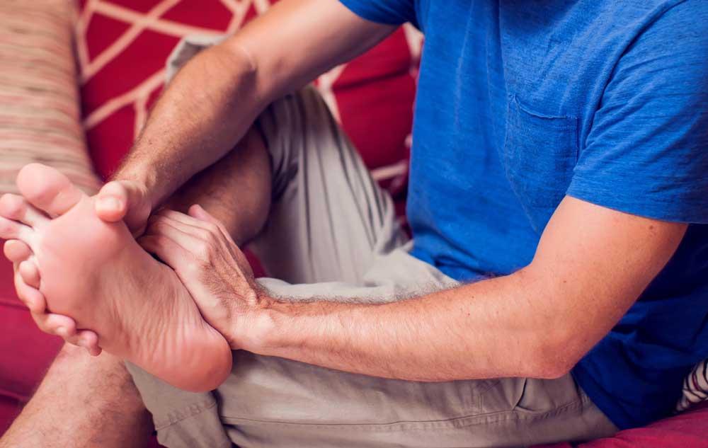 Haluksy u mężczyzn – jak powstają? Jak je leczyć?